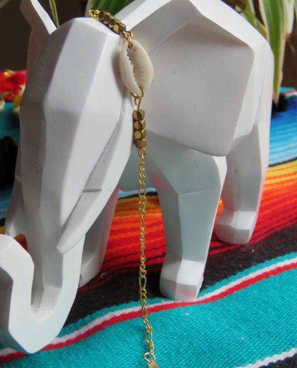 Bracelet coquillage et perles dorées bijou boutique elephant la chamane gipsy